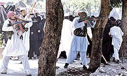 حمله بمبگذاران انتحاري به ساختمانهاي دولتي در شرق افغانستان