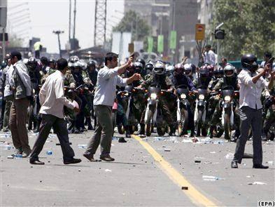 تظاهرات معترضان درخيابانهای اطراف مصلی تهران