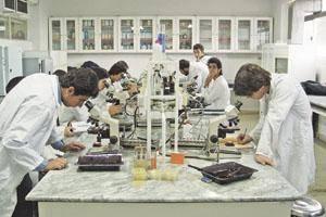 هدف ما پيشرفت همراه با توليد علم و تعامل با صنعت است