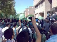 """در روزهای اخیر فشارها بر دانشجویان در دانشگاههای ایران افزایش یافته است، اما نتوانسته دانشجویان و دانشگاهها آرام کند. فعالین دانشجویی این اقدامها را """"دست و پا زدن استبداد"""" تلقی میکنند."""
