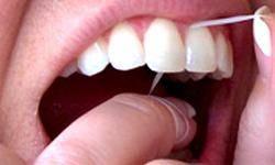 استفاده از نخ دندان از مسواك واجبتر است