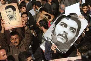 عکس/ استقبال از احمدینژاد با پوستر چهگوارا