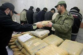 رئیس پلیس مبارزه با موادمخدر بوشهر از انهدام 7 باند فعال توزیع کننده موادمخدر و شناسایی و دستگیری 218 نفر در این راستا در بوشهر خبر داد.