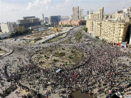 پرواز جنگندههای ارتش بر فراز  تظاهراتکنندگان مصری