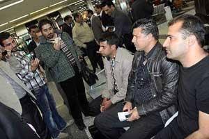عکس/ رفتار متفاوت هواداران با پرسپولیسیها در فرودگاه
