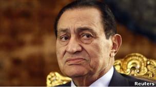 مبارک در مورد قتل معترضان و فساد مالی بازجویی می شود