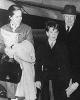 چارلی چاپلین در کنار همسر، 3 دختر و پسرش/ عکس