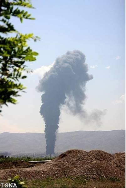 عکس / آتش سوزي عصر دیروز در ساختمان در حال ساخت مشهد موجب كشته و مجروح شدن 13 كارگر شد