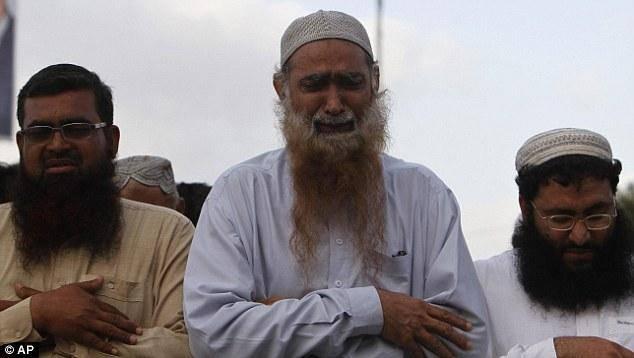 تصاویر/عزاداری پاکستانی ها برای بن لادن!