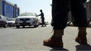 مهاجمان مسلح به چند ساختمان دولتی در قندهار حمله کرده اند