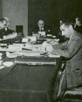 ملکالشعرای بهار در جلسه هیأت دولت؛ 66 سال پیش/ عکس