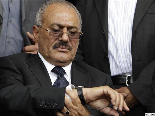 شادی و پایکوبی در صنعا همزمان با عزیمت رییس جمهور یمن به عربستان