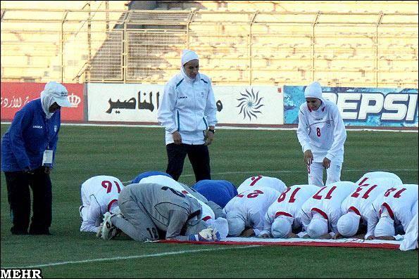 عکس/ ممانعت از بازی تیم ملی بانوان ایران