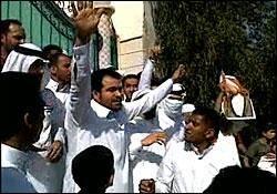 طرح بحرین برای فرونشاندن قیام مردم/ تزریق پول به بهانه افزایش بودجه