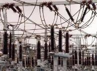 در آستانه فصل گرما، رئیس کمیسیون انرژی مجلس خبر ازافزایش قیمت برق داده است. نمایندگان مجلس از عدم تمکین دولت از مصوبههای کنترل قیمتها شکایت دارند و خواستار سهم بیشتری از درآمد اجرای قانون یارانهها برای مردم هستند.