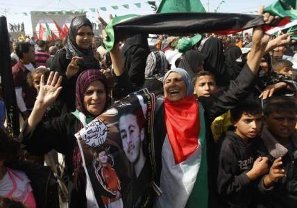 ورود نخستین کاروان اسرای فلسطینی به مصر/ تحویل شالیت به اسرائیل