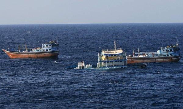 برای سومین بار، نجات ماهیگیران ایرانی توسط نیروی دریایی آمریکا (تصاویر + ویدئو)