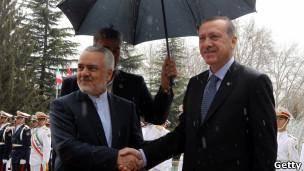 نخست وزیر ترکیه برای گفتوگو با مقامهای ایران وارد تهران شد