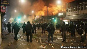 گزارش شورشهای بریتانیا از وجود نیم میلیون 'خانواده فراموششده' خبر داد