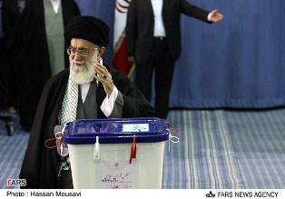 رهبر انقلاب رای خود را به صندوق انداختند