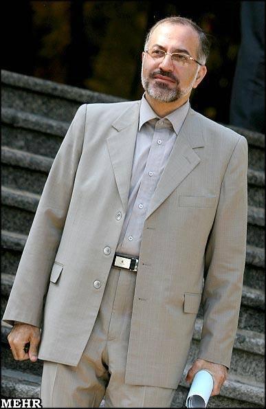 احمدینژاد میترسد دست اطرافیانش رو شود!/ مشخص است خواهر زاده مشایی و خاوری چقدر پول گرفته اند