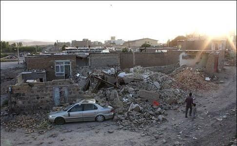 نماینده آیت اله سیستانی از مناطق آسیب دیده از زلزله اهر بازدید کرد