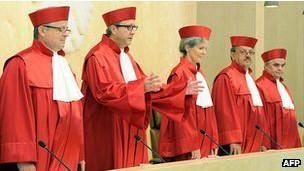 حمایت دادگاه قانون اساسی آلمان از کمک دولت برای نجات یورو