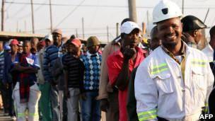 معدنچیان آفریقایجنوبی به سر کار باز میگردند