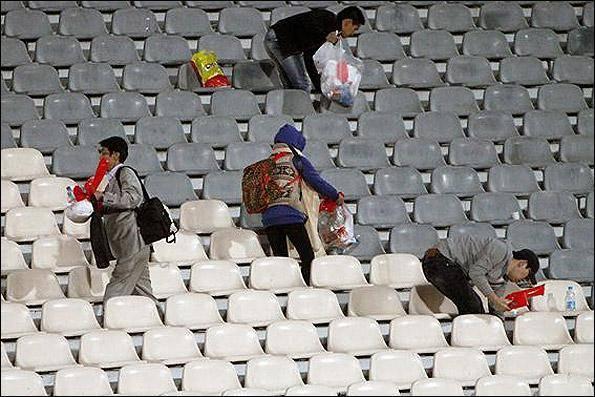 اقدام شایسته تماشاگران کرهای پس از شکست (+عکس)