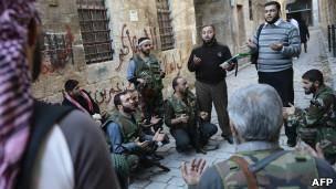 بریتانیا خودروی زرهی در اختیار شورشیان سوریه قرار میدهد
