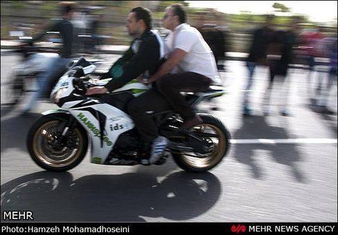 تصاویر: موتور سواری در لاین مخالف