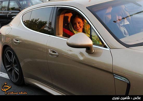 الناز شاكر دوست سوار بر ماشین یك میلیاردی (عکس)