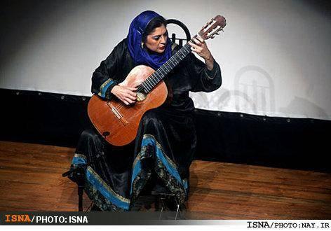 کلاس آموزشی اولین زن دکترای گیتار جهان در تهران