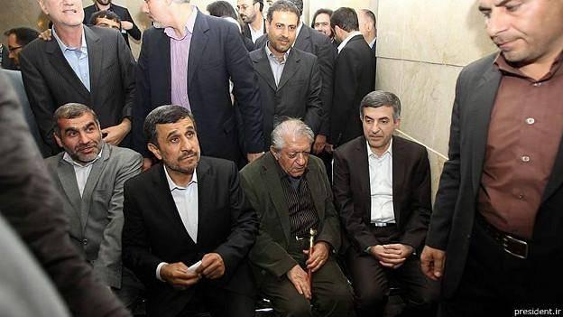اسفندیار رحیم مشایی به عزتالله انتظامی نامه نوشت