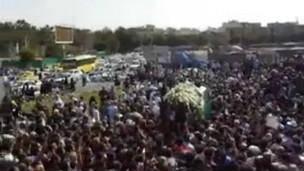 شعارهای اعتراضی در تشییع جنازه جلالالدین طاهری در اصفهان