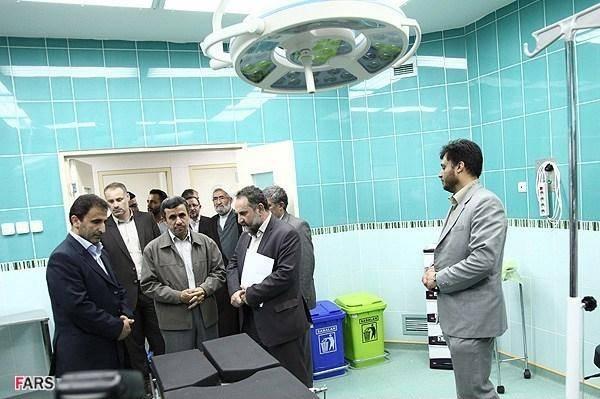 احمدی نژاد در اتاق عمل (عکس)