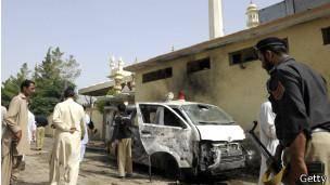 انفجار انتحاری در مراسم تدفین مامور پلیس پاکستان چندین نفر را کشت