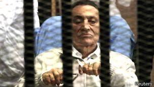 دادگاه به درخواست آزادی حسنی مبارک رسیدگی میکند
