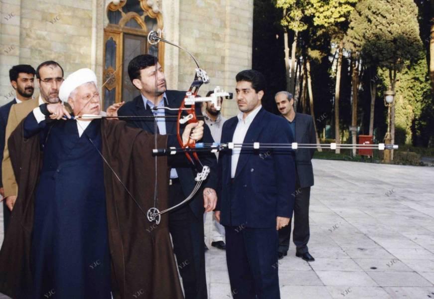 تيراندازي هاشمي رفسنجانی با تيروکمان (عکس)