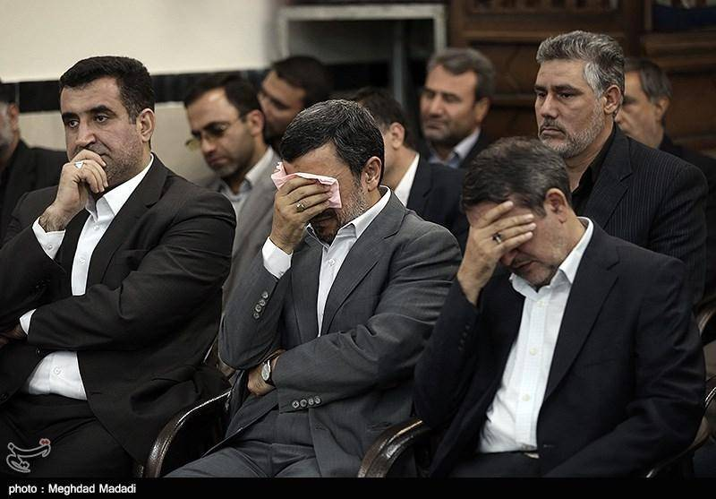 احمدینژاد در مراسم ختم محافظش/تصاویر