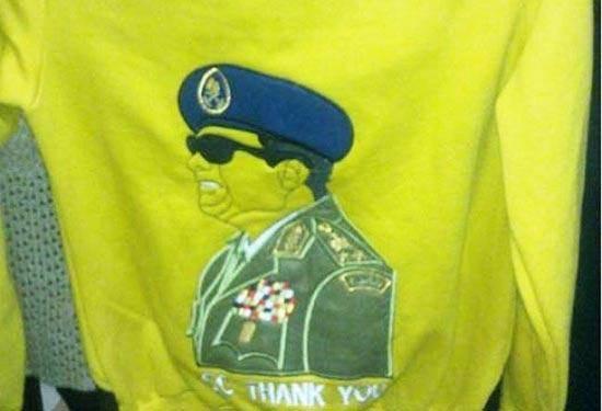 عکسفرمانده ارتشمصر رویلباسهایزنانه!