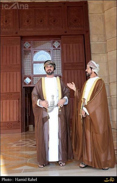 استقبال خنجر به کمرها از لاریجانی/تصاویر