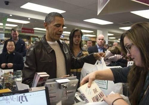 اوباما و دخترش در حال خرید کتاب (+عکس)