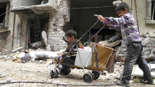 امدادرسانی به غیرنظامیان شهر جنگزده حمص در سوریه آغاز شد