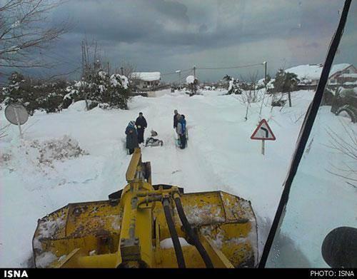 تائید مرگ 2 تن در برف شمال (+عکس)