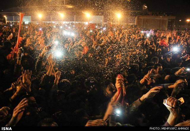 شادی هواداران تیم تراکتورسازی تبریز (عکس)