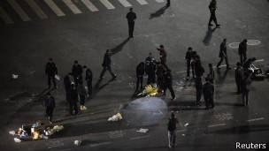 ۲۷ مسافر قطار در حمله چاقو به دستان در چین کشته شدند