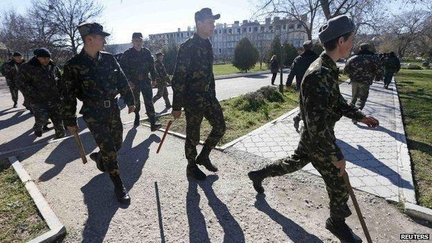 حمله نیروهای هوادار روسیه به پایگاههای نظامی اوکراین در کریمه