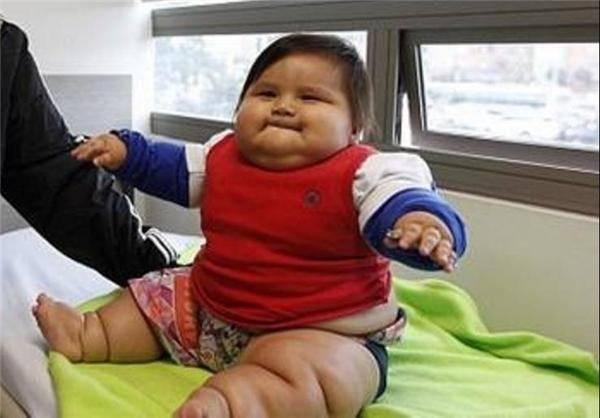 چاقترین کودک جهان لاغر میکند/تصاویر