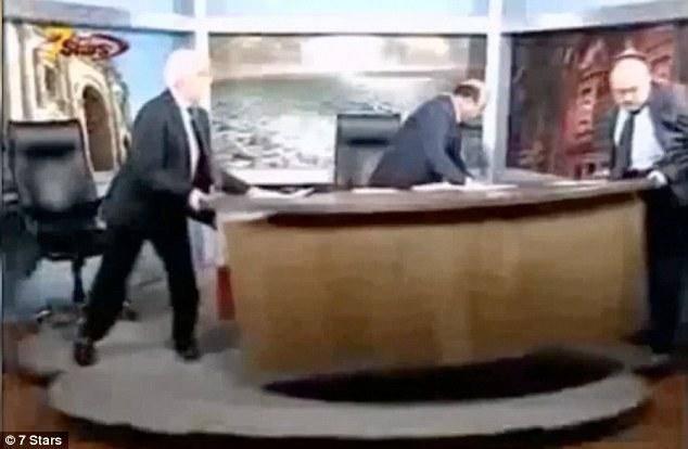 درگیری در برنامه زنده تلویزیونی/تصاویر